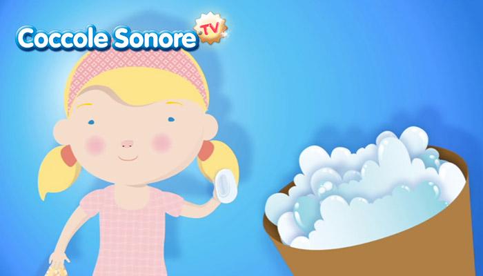 disegno bambina con sapone in mano