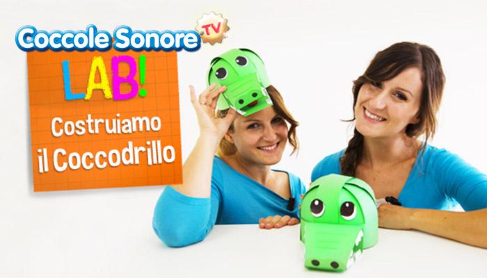 Greta e Federica con cappello da coccodrillo, lavoretti di carta, coccole sonore