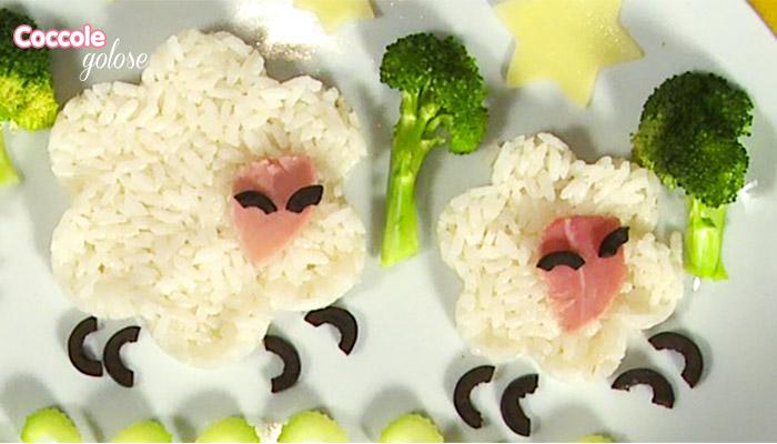 impiattamento di riso, prosciutto cotto e broccoli a forma di pecorelle, coccole golose