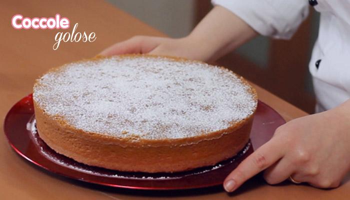 torta di mandorle con zucchero a velo