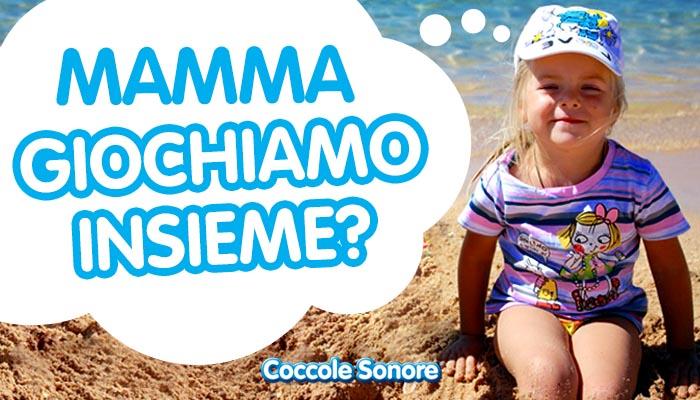 bimba cappellino maglietta a righe rosa e viola spiaggia