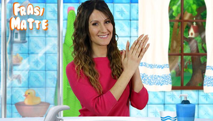 Greta si strofina le mani in bagno, frasi matte