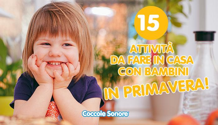 bambina che sorride giochi primavera in casa