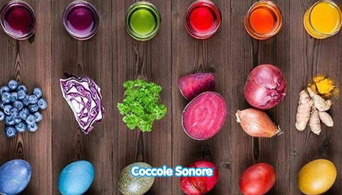 uova colorate pasqua con ingredienti naturali cavolo, insalata, cipolla, rapa, caffè