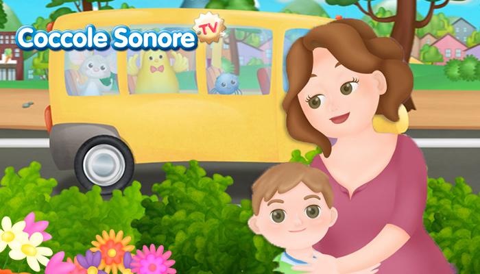 disegno di maestra che abbraccia un bambino, sullo sfondo scuolabus giallo