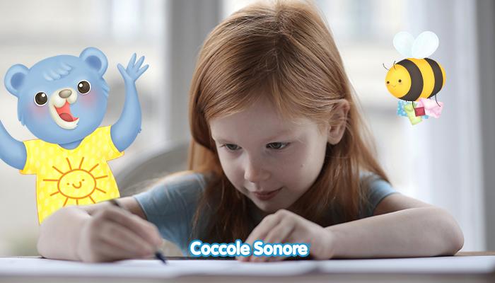 foto di bambina che scrive