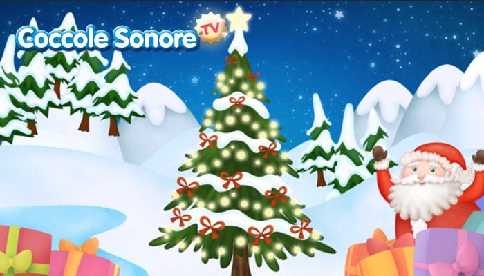 disegno di un albero di natale tra la neve e babbo natale che spunta tra i regali
