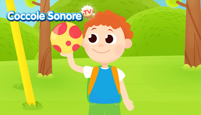 Bambino con la palla in giardino, Coccole Sonore